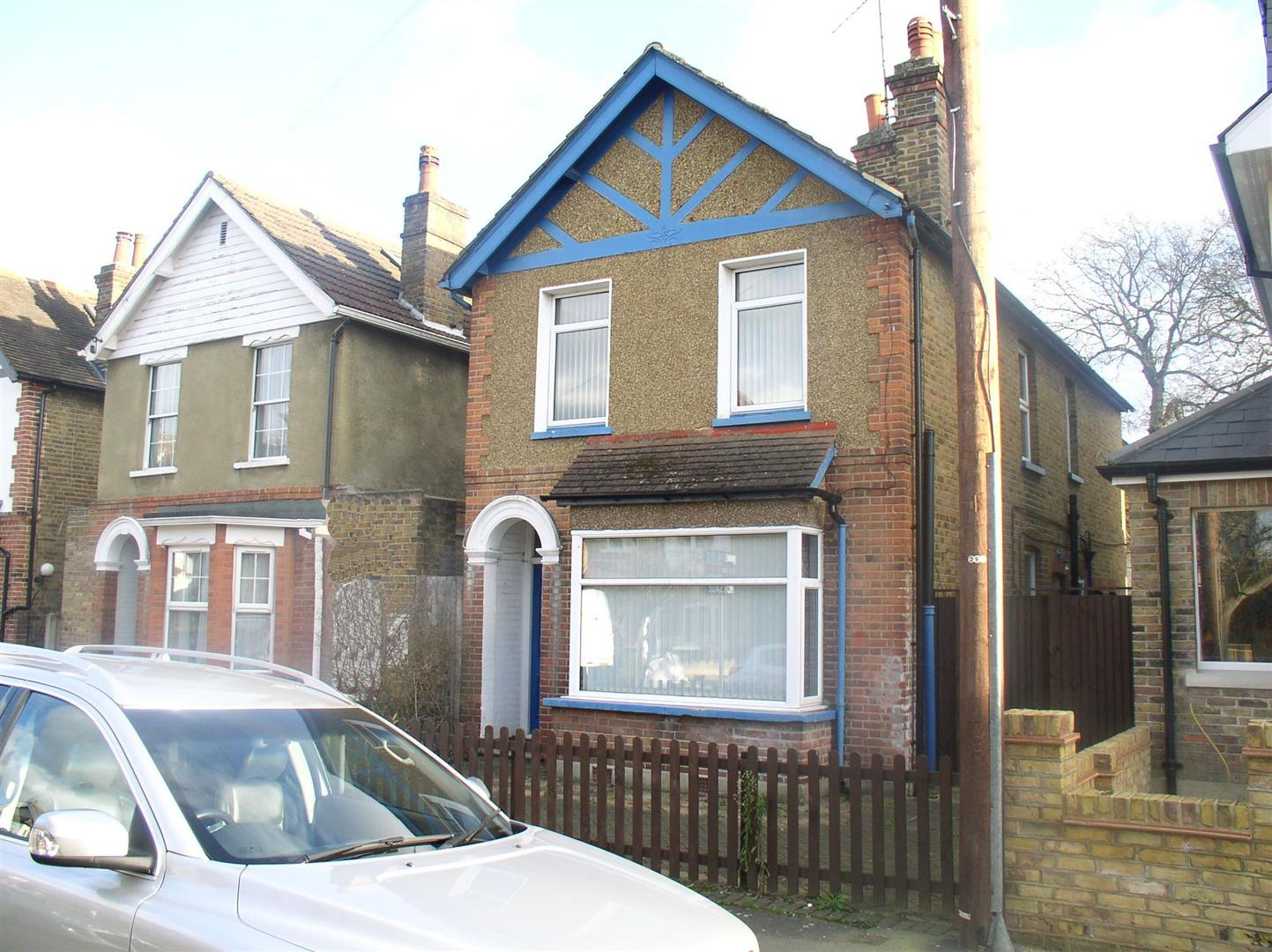 3 Bedrooms Detached House for sale in Kings Road, Walton-On-Thames